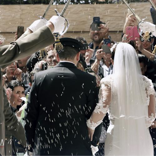 Perché si lancia il riso agli sposi?