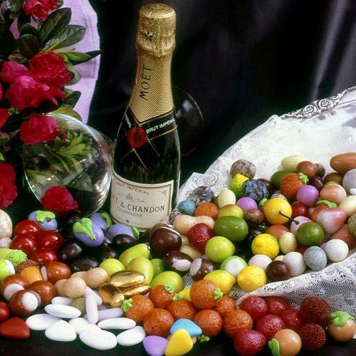 Perché si usano i confetti ai matrimoni?