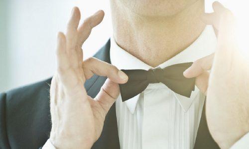 Il fascino dello smoking: classe senza tempo per lo sposo