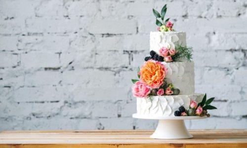 I fiori d'autunno: ecco le migliori torte nuziali